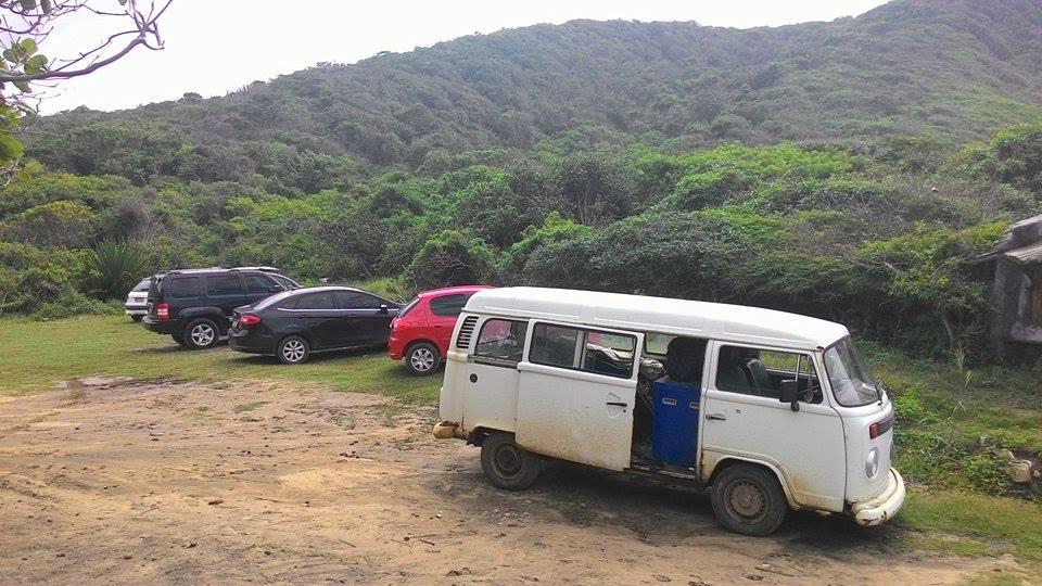 Lugar para parar os carros na praia